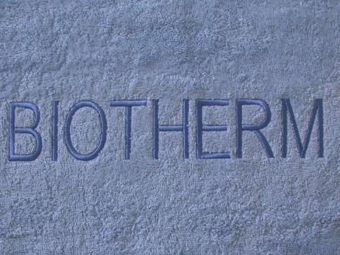 Badehåndklæder-med-Biotherm-broderi-Uniquemade