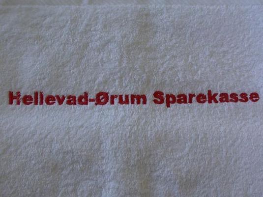 Hvide håndklæder-med-Sparekasse-broderi-Uniquemade