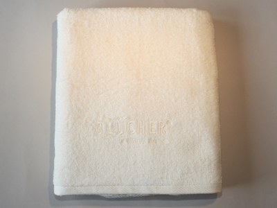 Pris på luksus badelagen med logo