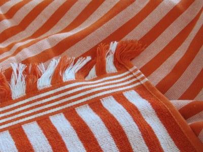 Reklamehåndklæder med glat bagside og frynser